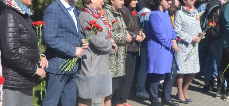 Кооператоры в День Победы возложили цветы к мемориальному комплексу